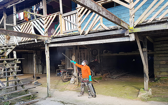 Researchers from the Malaysian Institute for Medical Research (IMR) field-testing a Bayer targeted outdoor residual spray (K-Othrine® Polyzone) for use on Longhouses in Sarawak, Malaysia.